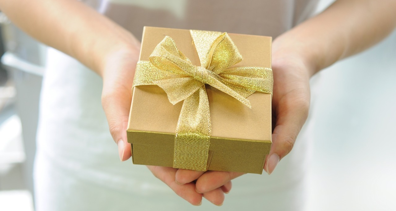 Hostess gift etiquette